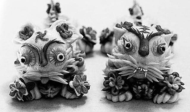 普通的面团很难制作成栩栩如生的小动物和花儿形状的花馍.